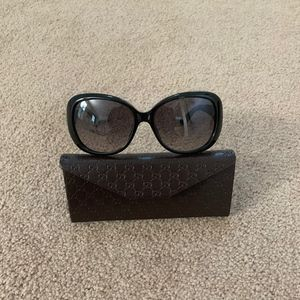 Women's Gucci Sunglasses Black Gold Emblem Case